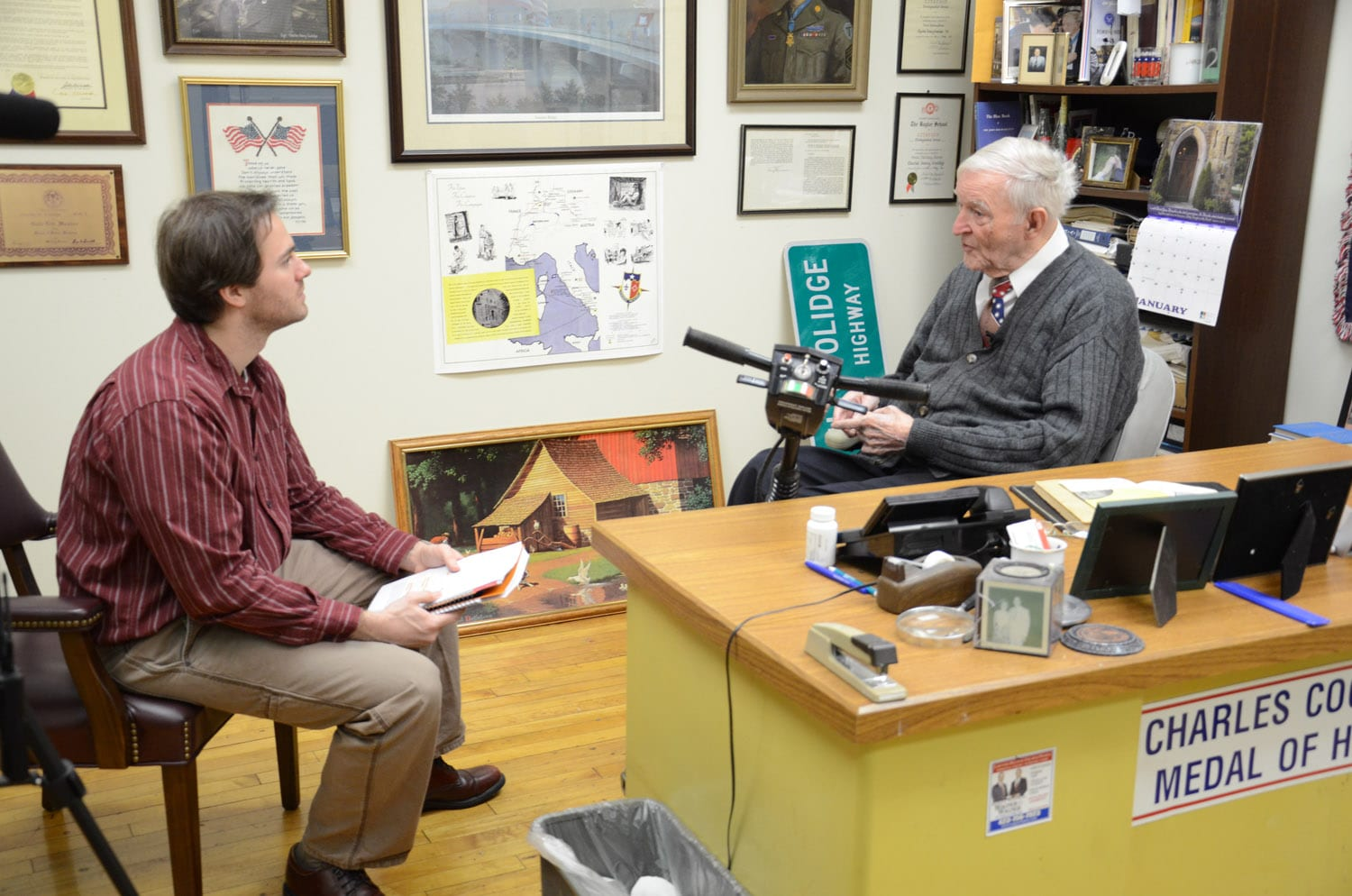 School of Journalism and Electronic Media graduate student Joe Kuczynski interviews World War II Medal of Honor recipient Charles Coolidge as part of the Medal of Honor Project's history of the Medal of Honor in Tennessee documentary project.